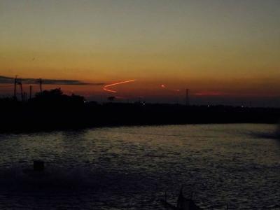 UFO现踪台湾?高雄兴达港天空现诡异弧线