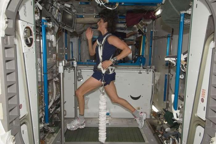 太空总署女太空人威廉斯以4小时23分完成马拉松