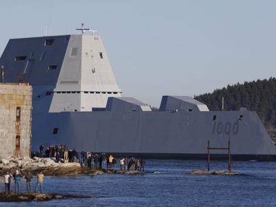 """美军有史以来最大驱逐舰""""朱姆沃尔特号""""海试 造价高达44亿美元"""
