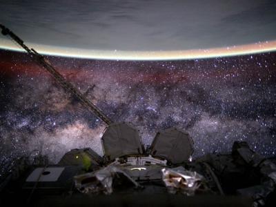 """宇航员在国际空间站拍下银河系与地球的""""合影"""""""