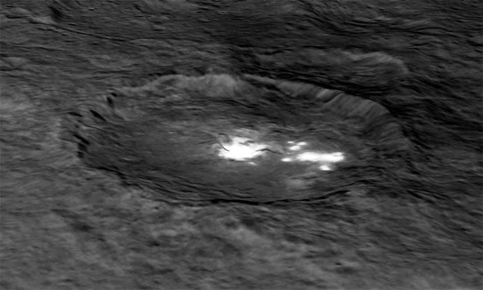 矮行星谷神星的神秘亮斑显示其可能是在太阳系外围形成的