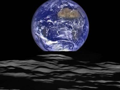 美国宇航局发布月球勘测轨道器(LRO)拍摄的壮美地球图像