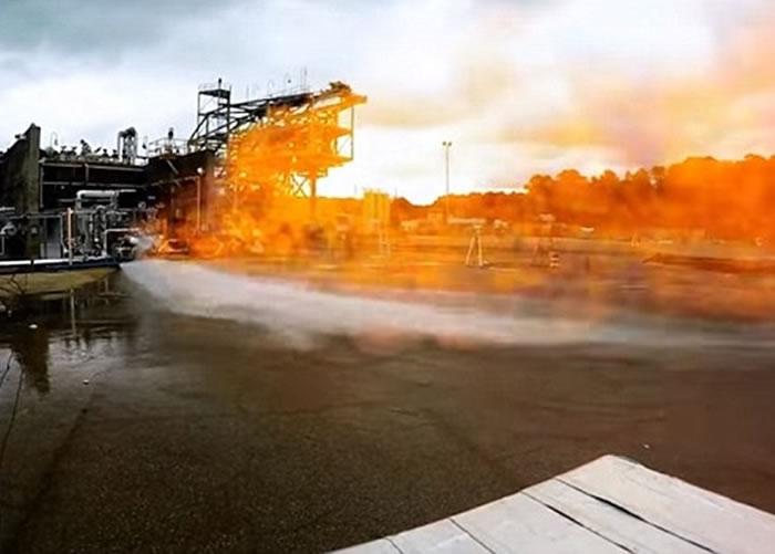 3D打印引擎产生庞大的火焰。