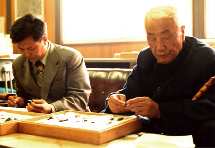 1980年裴文中(右)与盖培(左)在日本札幌考察