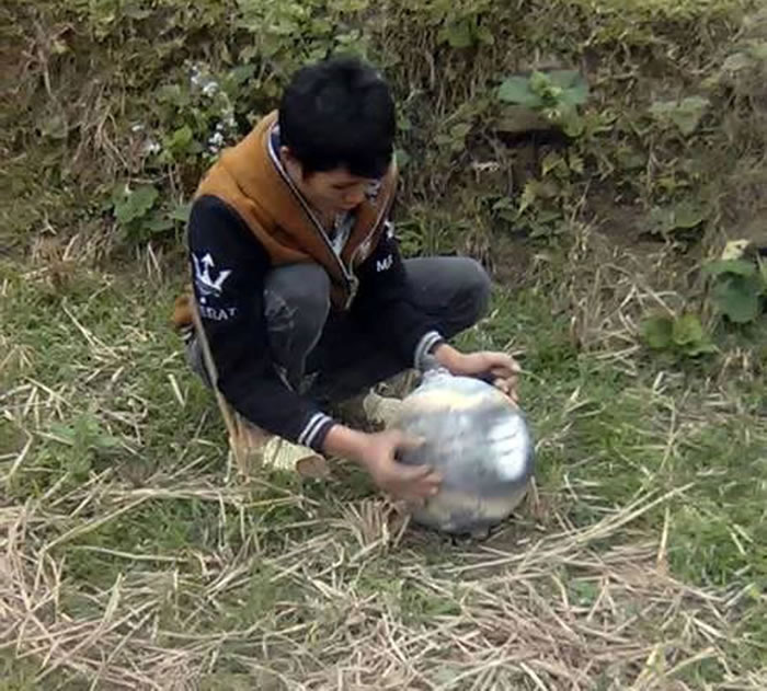 当地人Dang Van Canh在安沛省发现了这颗六公斤的球体。