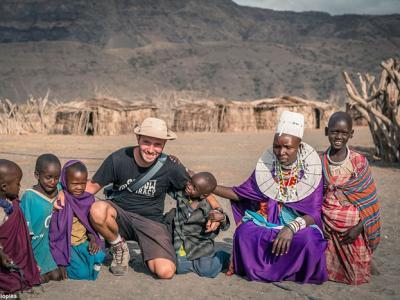 罗马尼亚摄影师Vlad Cioplea探访坦桑尼亚部落生活:吃猴肉吸大麻