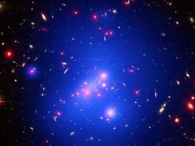 天文学家测得庞大年轻星系团IDCS J1426.5+3508的质量为500万亿倍太阳质量