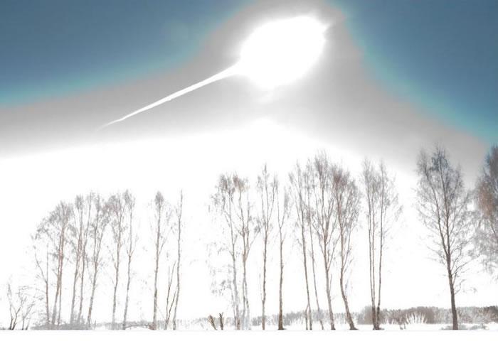 直径约17米的彗星坠落莫斯科以东约1500公里远的车里雅宾斯克(Chelyabinsk),在距离地面约25公里的上空爆炸,造成约1500人受伤和7000个建筑物
