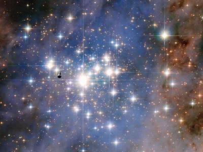 """哈勃太空望远镜最新观测到银河系最明亮的星团""""特朗普勒14"""""""