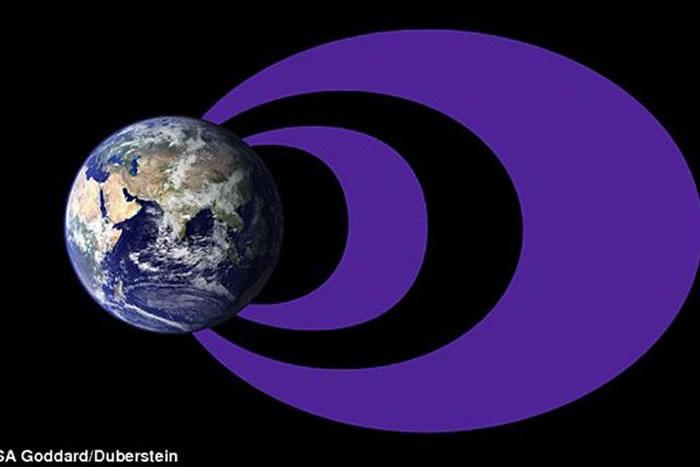 范艾伦辐射带位于地球表面大约600英里的高度,为两个环绕的甜甜圈形状