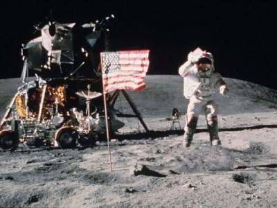 美国人登月是真是假?英物理学家称3年8个月后就知道