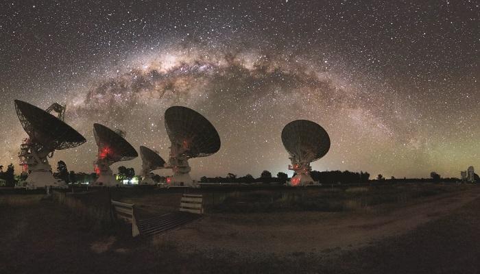 """银河系恒星间隐藏着形状可能如同面条一般蜿蜒分布的""""等离子体透镜"""""""