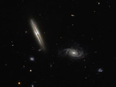 """10亿光年之遥一个螺旋星系""""LO95 0313- 192""""释放""""强烈""""射电辐射"""