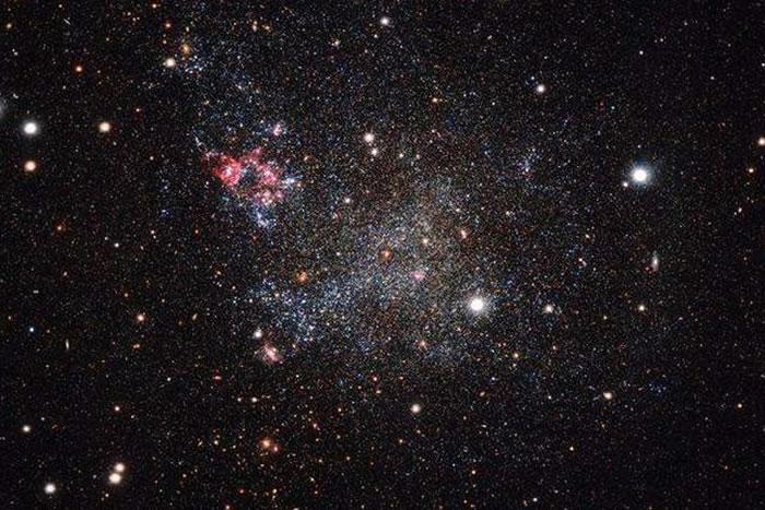 天文学家发现IC1613是一个不规则的矮星系,其中缺少了许多星系应该具备的功能