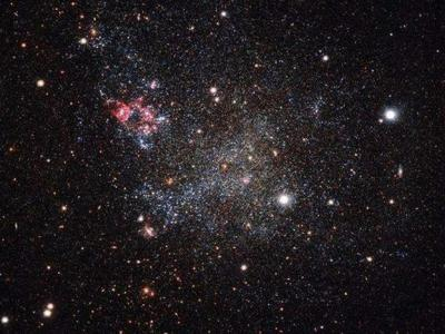 银河系有一个异常简洁的近邻——IC1613矮星系