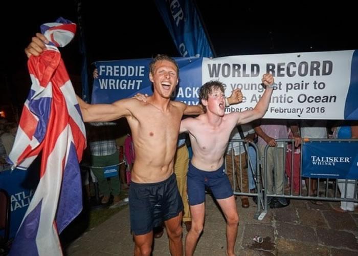 两人成功筹得4万英镑善款。