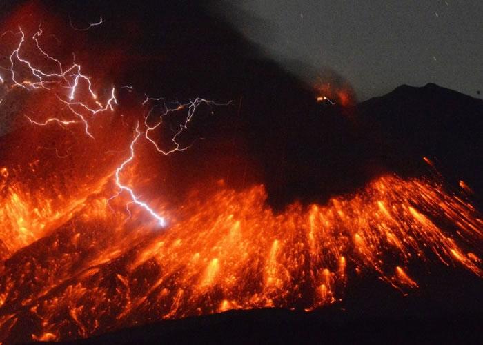 日本九州鹿儿岛县樱岛火山周五爆发