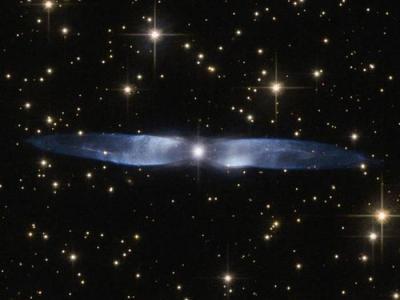 哈勃太空望远镜最新拍摄到一个年轻行星状星云——Hen 2-437
