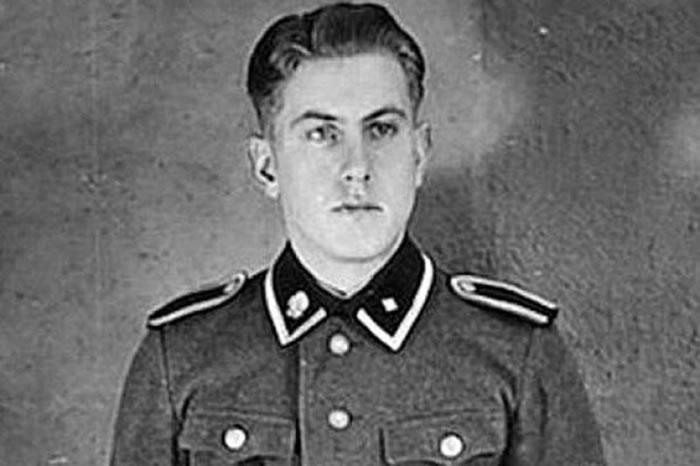 汉宁曾在二战期间在奥斯威辛集中营担任守卫。