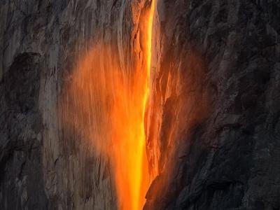 美国优胜美地国家公园马尾瀑布情人节惊现心形火瀑布