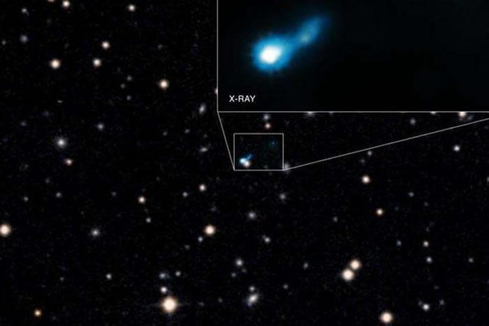 在B3 0727+409天体系统中,宇宙微波背景辐射似乎在X射线波段上显著增强,暗示宇宙早期黑洞的长喷流、宇宙微波背景辐射以及X射线之间存在相互影响