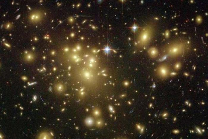这项研究的时间点起始于宇宙大爆炸后六十亿年左右,旨在解决星系团环境下恒星形成的问题