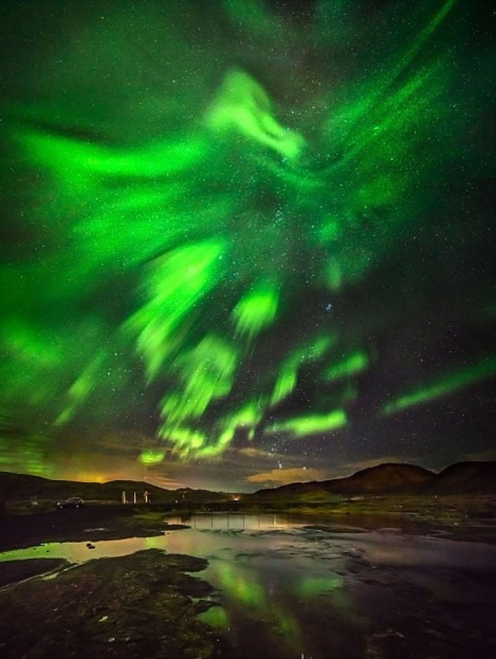 北极光是北半球的自然景象。