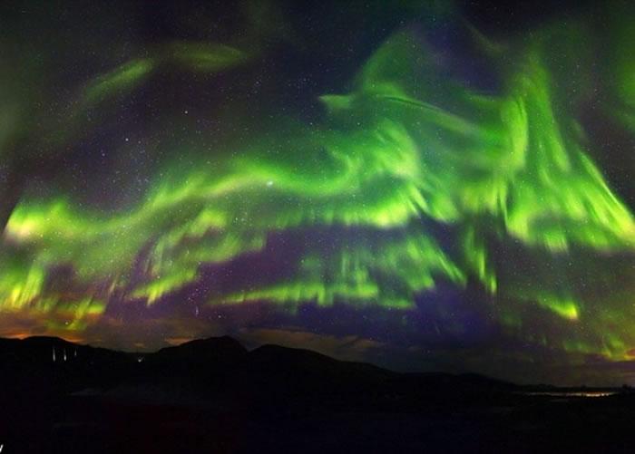 每年有不少游客专程前往北欧等地,欣赏北极光。