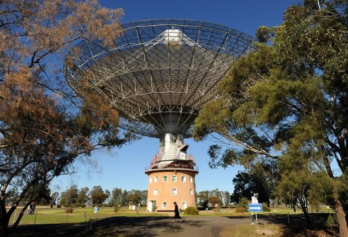去年4月,澳大利亚的射电望远镜在大犬座方向发现了新一轮快速射电暴的发生