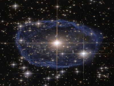 哈勃望远镜拍超美照片:蓝色星云包围沃尔夫-拉叶星WR 31a
