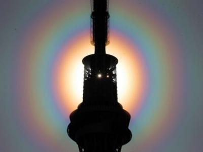 太阳光环出现在日本东京天空 由大气中水分折射太阳光形成