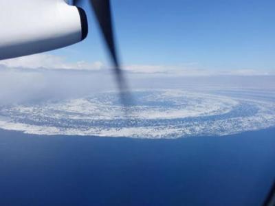 """日本北海道周边海域出现直径长达30公里的巨大""""流冰大回旋"""""""
