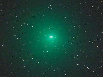 """罩着罕见绿光的""""252P/林尼尔彗星""""刚刚掠过地球"""