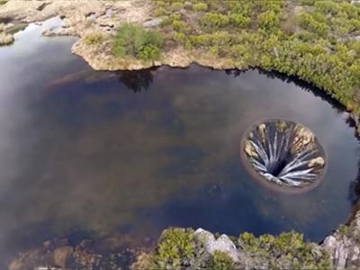 """葡萄牙埃什特雷拉山自然公园湖上竟然出现一个""""地球破洞"""""""