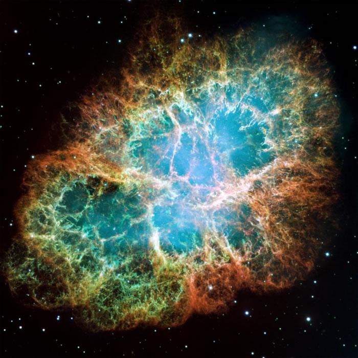 蟹状星云是其中一颗距离地球最近的超新星爆炸后的残骸,对应了公元1054年亚洲天文学家的纪录。 Photograph by NASA, ESA, J. Heste
