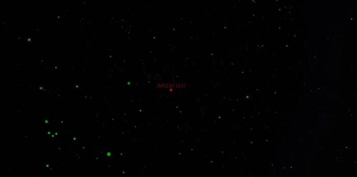 这星球比附近的其他星球明亮(红点示)。图为模拟片段。