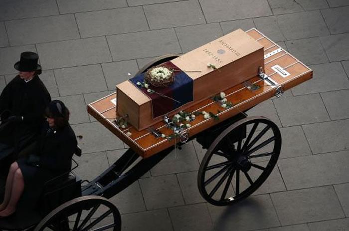 2015年理查三世的葬礼。考古学家们被允许发掘这位晚期君王的遗体,但有一个条件:一旦完成了研究,这位国王必须重新下葬。 Photograph by Christ
