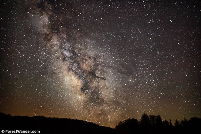 """英国剑桥大学天文学家在银河系中发现新星系""""Crater 2"""" 比太阳光亮16万倍"""
