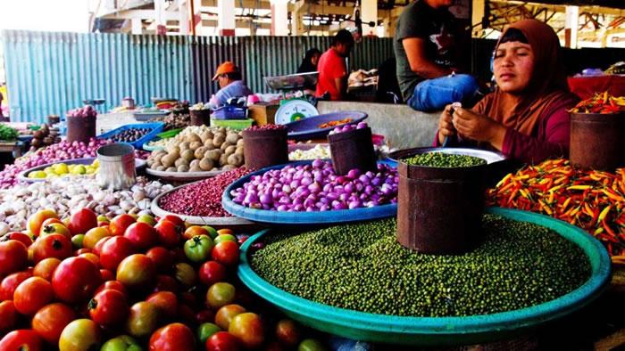 市集亦摆售其他常见的食材。
