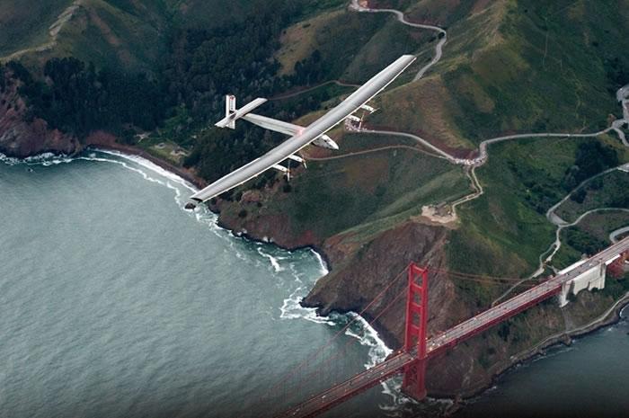 """太阳能飞机""""阳光动力2号""""完成跨太平洋飞行壮举 飞越美国加州金门大桥后抵达旧金山"""