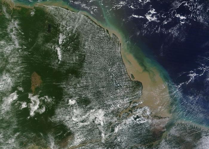 卫星图片可见,亚马逊河口非常混浊。