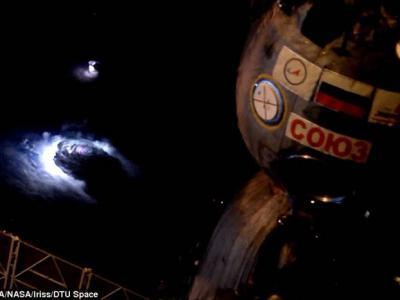 """国际空间站宇航员拍摄到神秘太空现象:""""蓝色斑块""""闪光、倒置向上的闪电、红色精灵"""