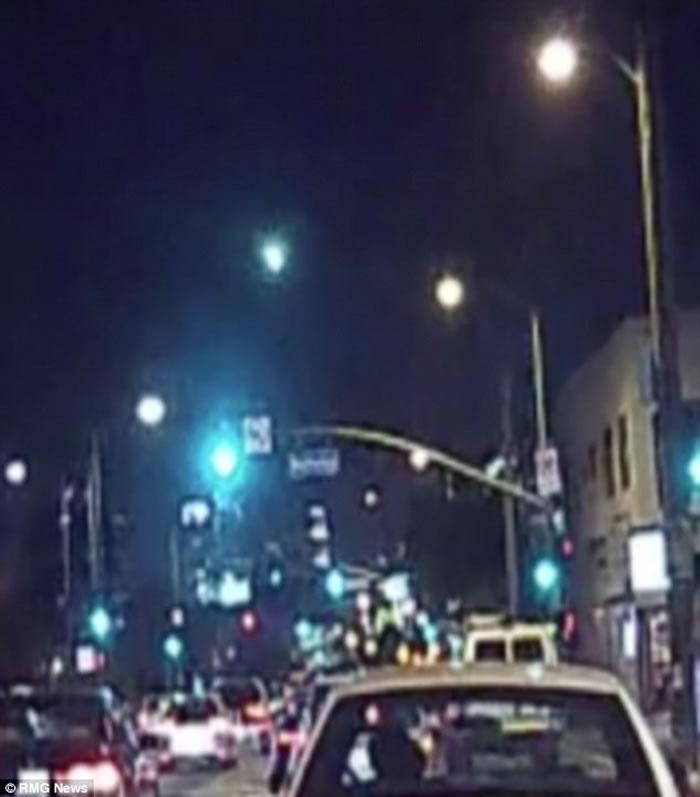 美国加州南部夜空突然出现一团绿光 惹UFO疑云