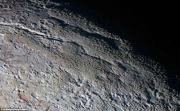 冥王星上发现光晕状环形山