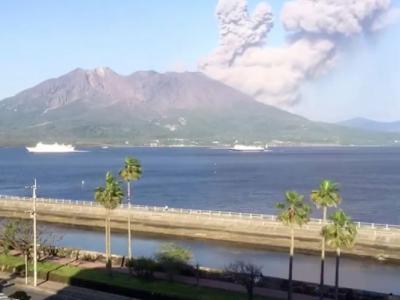 日本九州南部的樱岛火山发生大规模喷发