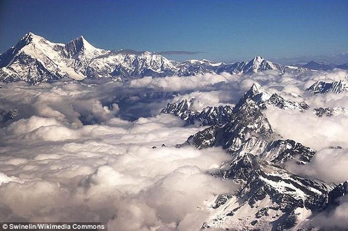 美国著名登山者Alex Lowe16年前在喜玛拉雅山雪崩中被埋 遗体近日被发现
