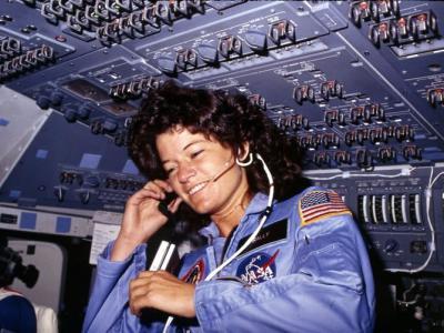 女宇航员每月好朋友来怎么办?