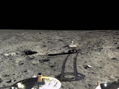 中国首度公布月球着陆器嫦娥三号拍摄的月面高清照片