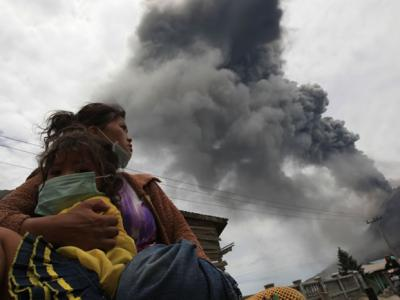 印尼北苏门答腊省的锡纳朋火山(Sinabung)爆发 3村民死亡