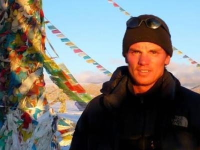 荷兰攀山者在登上珠穆朗玛峰后下山时死于高山症 成为今年首名被证实死于珠峰的登山者